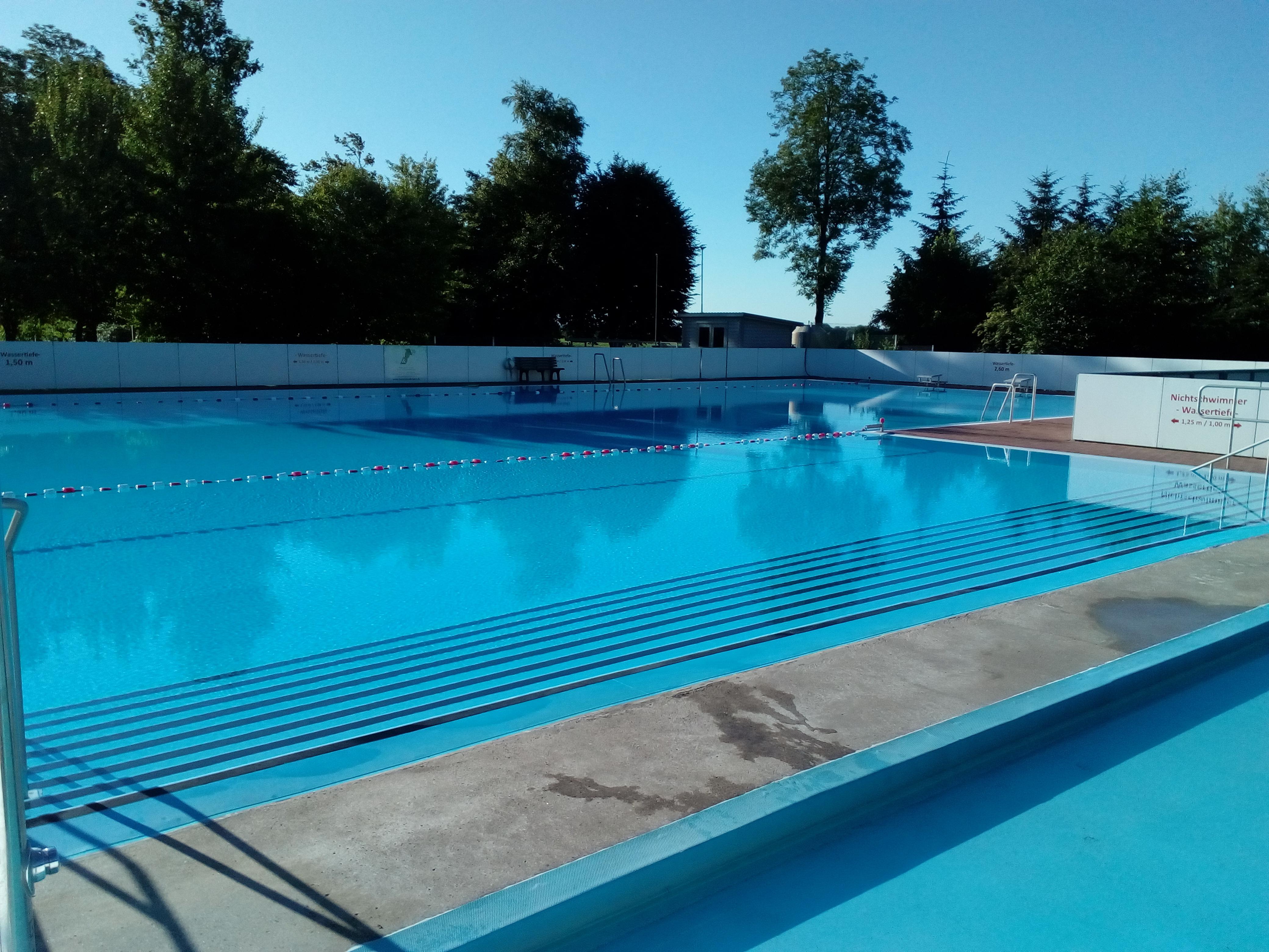 Ohrstedts schönes beheiztes Schwimmbad
